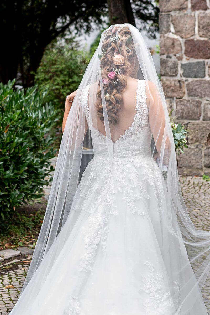 Brautfrisur mit Tressen